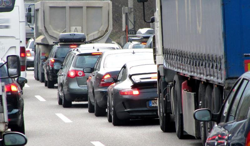 Autos auf der Autobahn im Stau